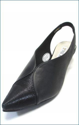 全体が黒色で、つま先がとがったポインテッドトゥの、2.8cmヒールで、つま先がラメ入りの牛革で側面が牛革スムースのフィズリーン(fizz reen)のバックバンドパンプスの品番が1134blの左の靴の画像