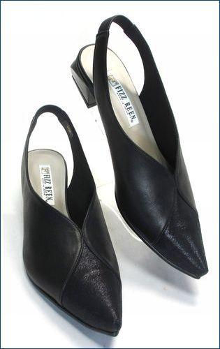 全体が黒色で、つま先がとがったポインテッドトゥの、2.8cmヒールで、つま先がラメ入りの牛革で側面が牛革スムースのフィズリーン(fizz reen)のバックバンドパンプスの品番が1134blの右の靴の画像