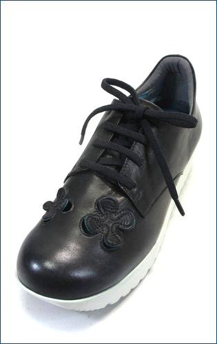 invina インビナ iv4211bl  パンチングのお花が付いた厚底スニーカーの左靴の画像