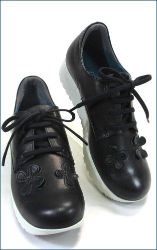 invina インビナ iv4211bl  パンチングのお花が付いた厚底スニーカーの右靴の画像