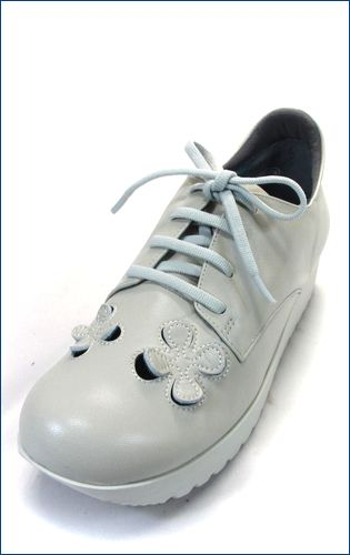 invina インビナ iv4453iv パンチングのお花が付いた厚底スニーカーの左靴の画像