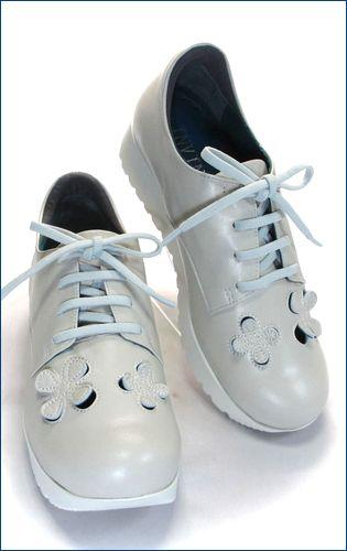 invina インビナ iv4453iv パンチングのお花が付いた厚底スニーカーの右靴の画像
